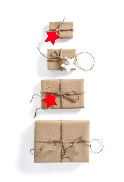 geschenk sternförmige-boxen papierhintergrund tag urlaub - adventgeschichte stock-fotos und bilder