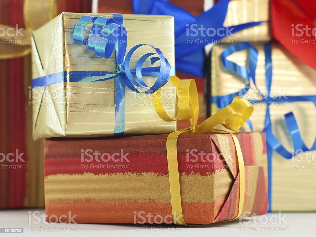 기트프 박스 및 리본 청색 및 황색 royalty-free 스톡 사진