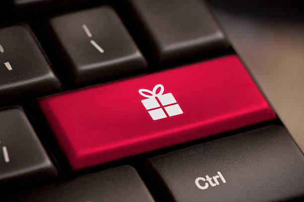 - taste auf tastatur mit soft focus - weihnachtsideen stock-fotos und bilder