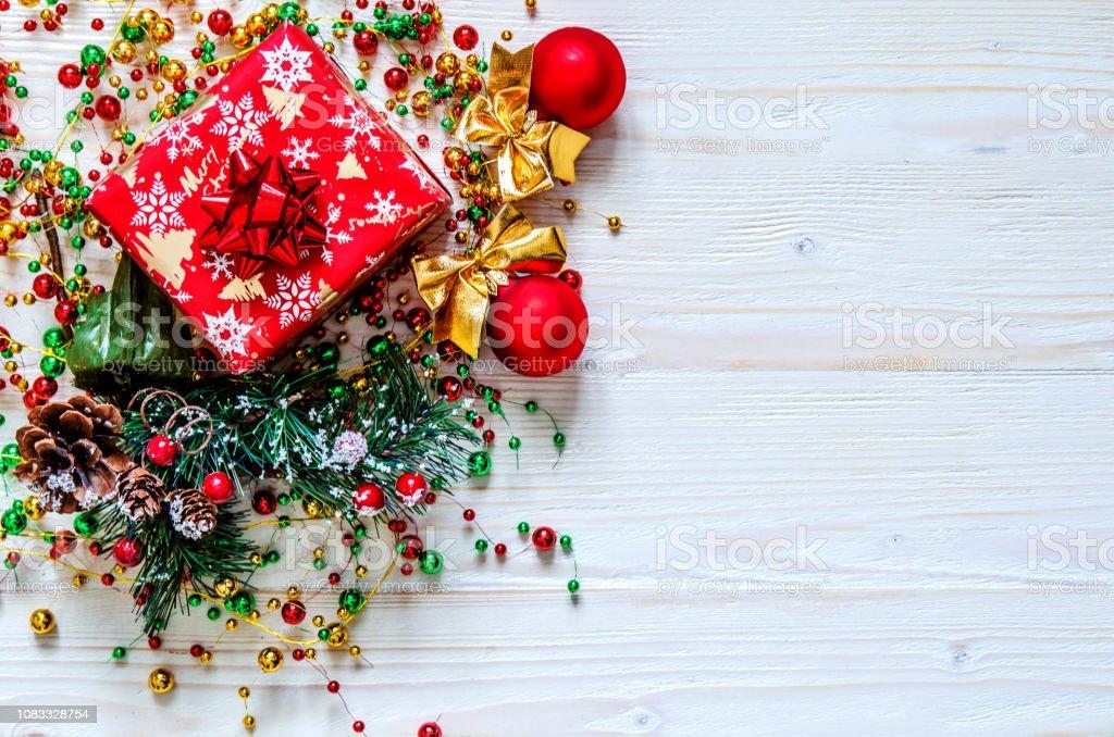 Kranz Aus Weihnachtskugeln.Geschenk Weihnachten Kranz Und Weihnachtskugeln Auf Einer