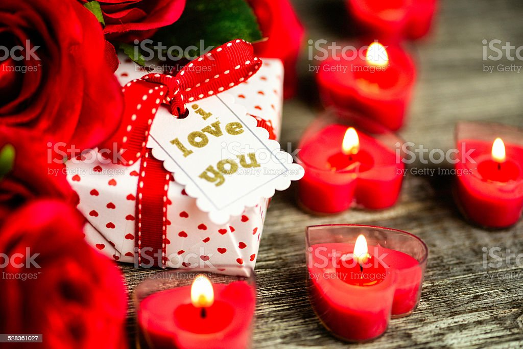 Fotografia De Regalo Para El Dia De San Valentin Con Rosas Y Velas Y