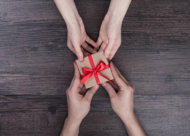 geschenk - bastelkarton stock-fotos und bilder