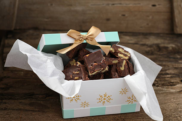 gift of homemade fudge - chocolate christmas - fotografias e filmes do acervo