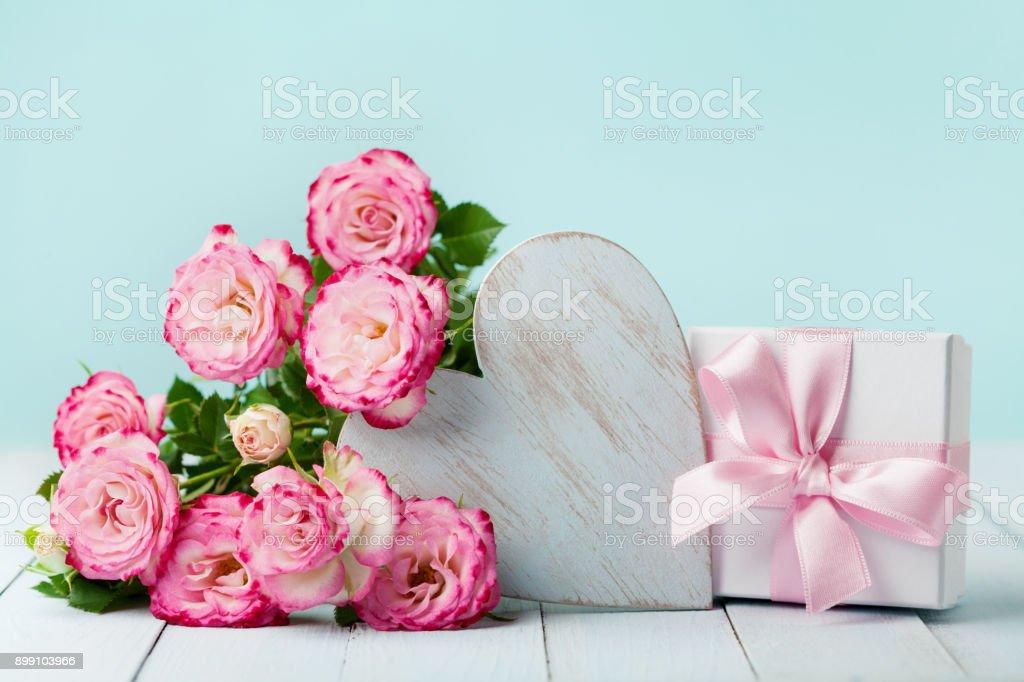 Geschenk Oder Geschenkbox Rosa Blüten Und Herz Auf Vintage