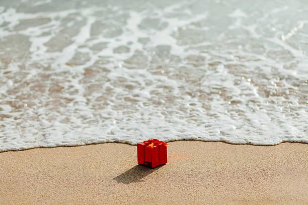 Geschenk Rote box am Strand – Foto