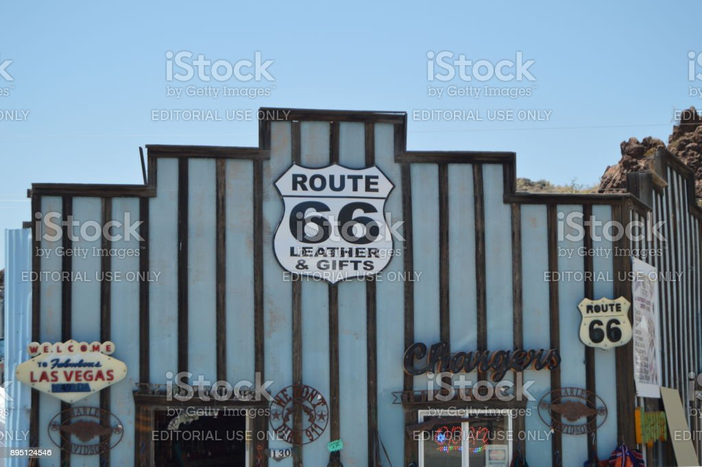 Tienda de regalos en Oatman, 22 de junio de 2017. Ruta 66, Oatman. Estados Unidos de Arizona, EEUU. - foto de stock
