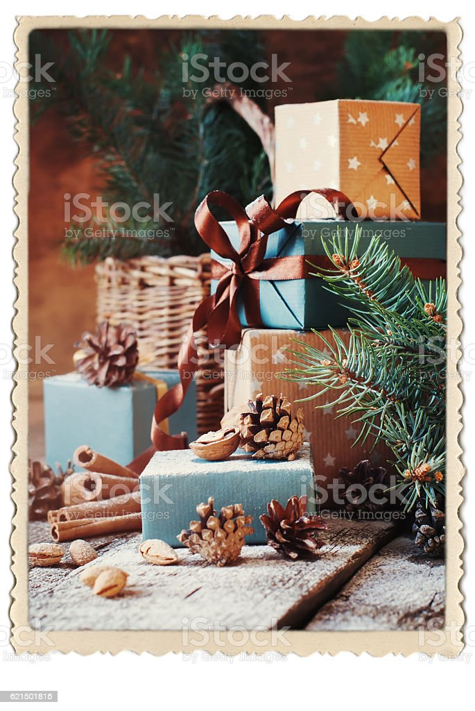 Gifts Boxes Pine Cones Walnut Vintage Photo Frame foto stock royalty-free