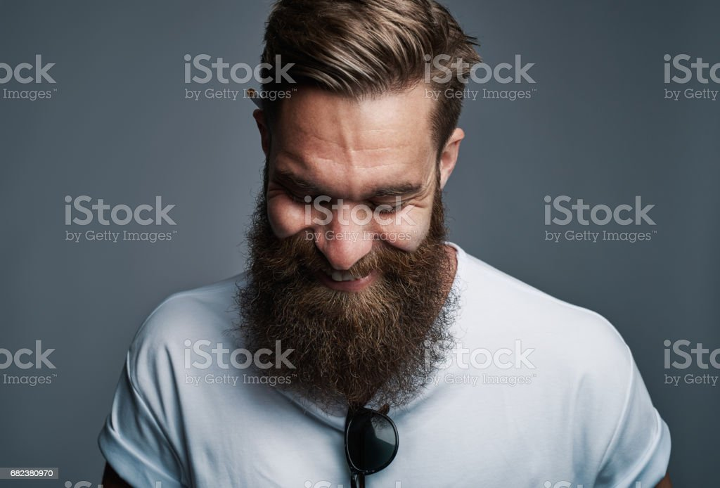 Rire le jeune homme à la grande barbe floue - Photo