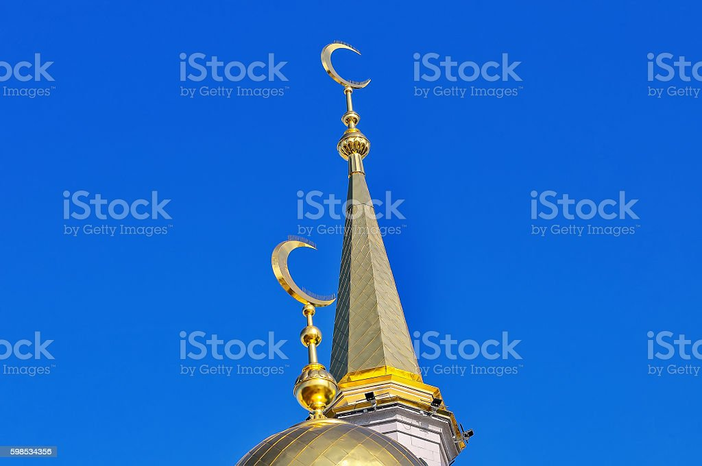 Gilded dome and spire Muslim mosque photo libre de droits