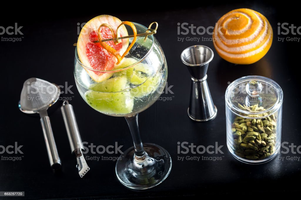 Gin Tonic Basierte Fancy Glas Getränke Cocktails Stock-Fotografie ...