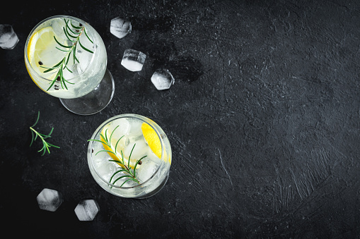 istock gin tonic cocktail 913622572