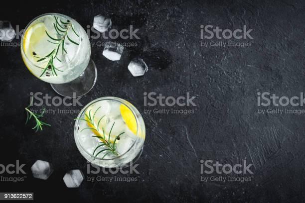 Gin Tonic Cocktail Stockfoto en meer beelden van Achtergrond - Thema
