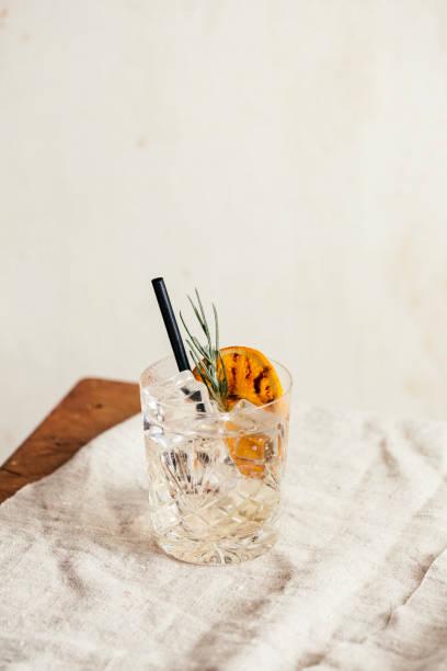 gin tonic - gin tonic stockfoto's en -beelden