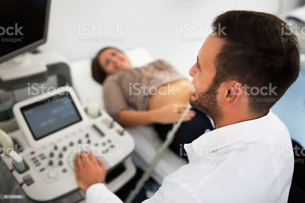 Ginecologist doing ultrasound exam foto stock royalty-free
