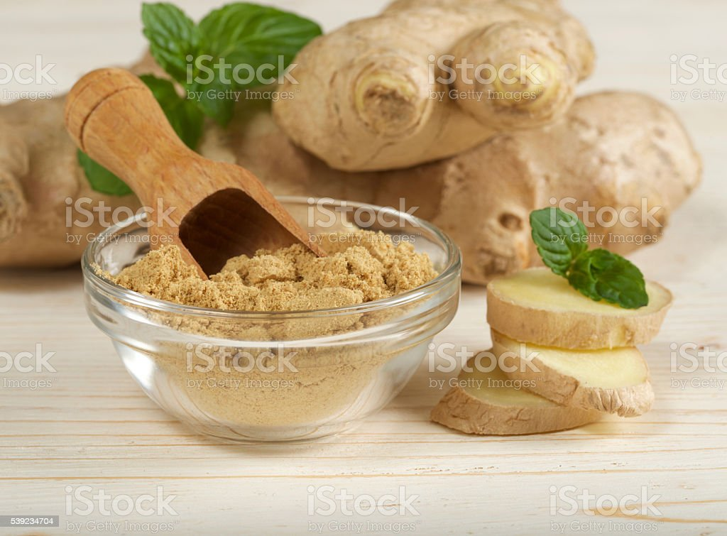 ginger raíz y polvo foto de stock libre de derechos