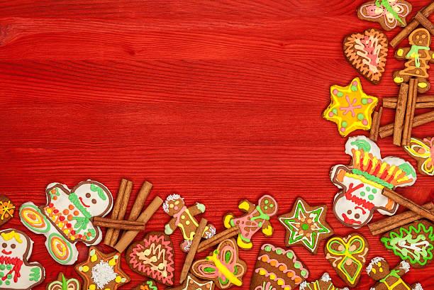 Weihnachten Lebkuchen-cookies, Ansicht von oben, Roter Hintergrund – Foto