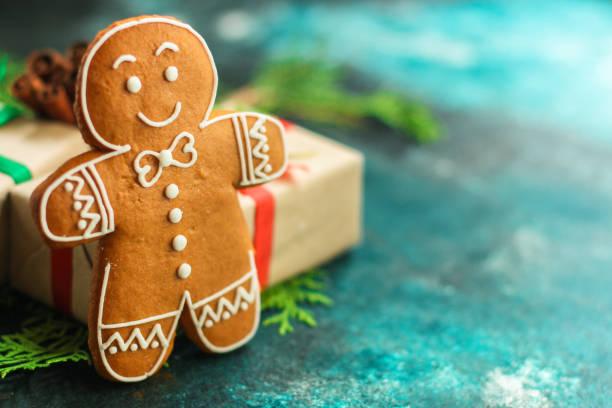 jengibre. regalos y vacaciones, feliz año nuevo. de fondo festivo. antecedentes alimentarios. vista superior - gingerbread man fotografías e imágenes de stock