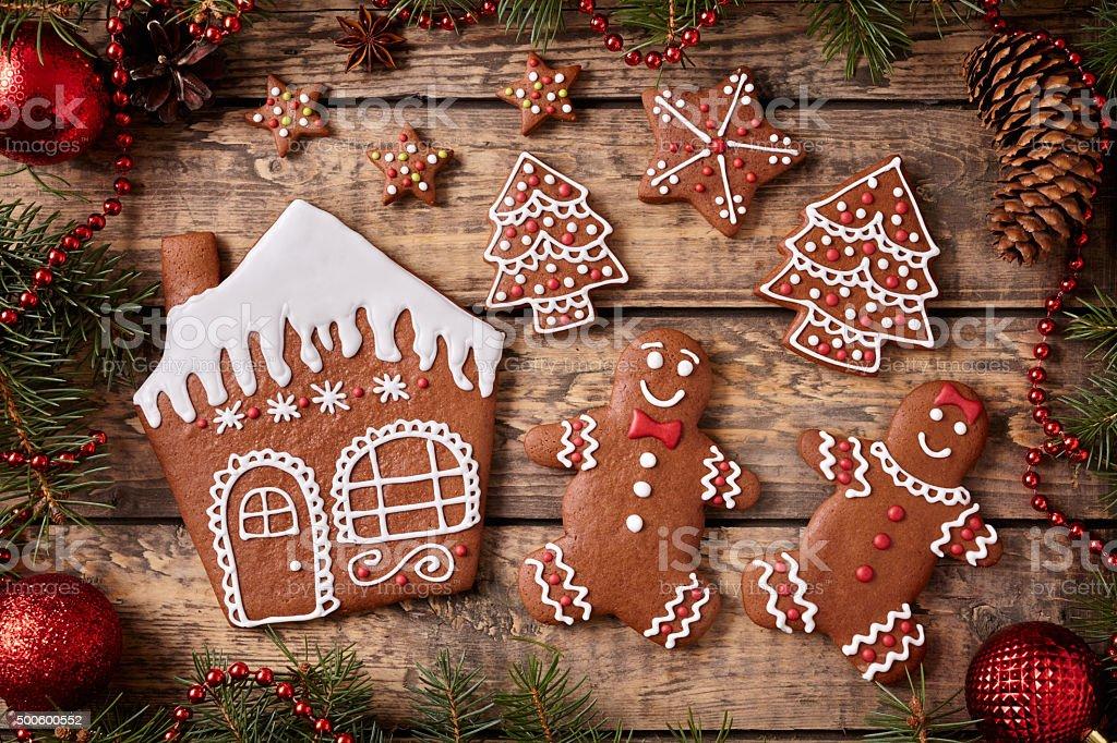 Casetta Di Natale Con Biscotti : Casetta di pan di zenzero uomo e donna abete alberi biscotti di