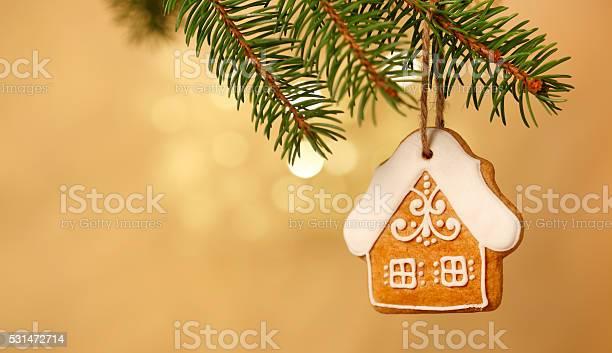 Gingerbread house on christmas tree picture id531472714?b=1&k=6&m=531472714&s=612x612&h=w63wl6imwmj12toxlecdadojlctzx07fiqv x xen2a=