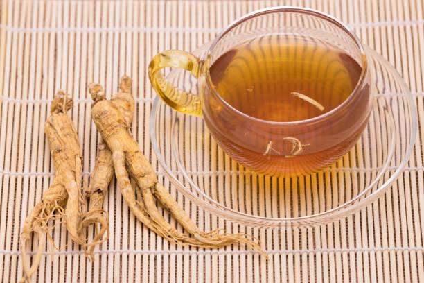 Ginseng Tee und trockenen Ginseng-Wurzeln – Foto
