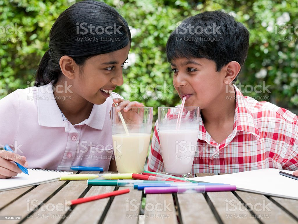 Girl and boy drinking milkshakes royalty-free 스톡 사진