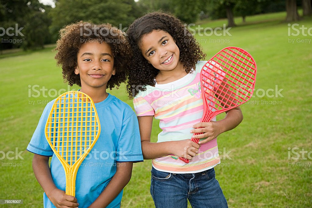 Girl and boy with tennis rackets royalty-free 스톡 사진