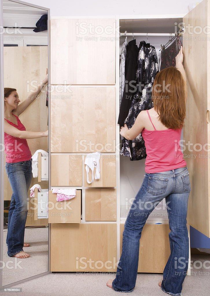 Girl and Closet royaltyfri bildbanksbilder