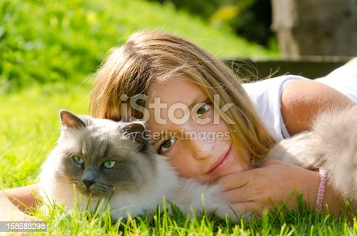 istock Girl and her beloved cat 158583298