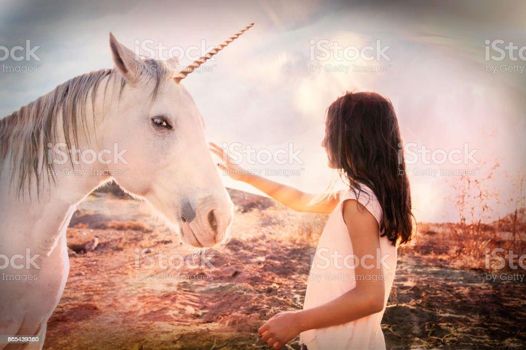 Jeune fille et Licorne Fantasy - Photo