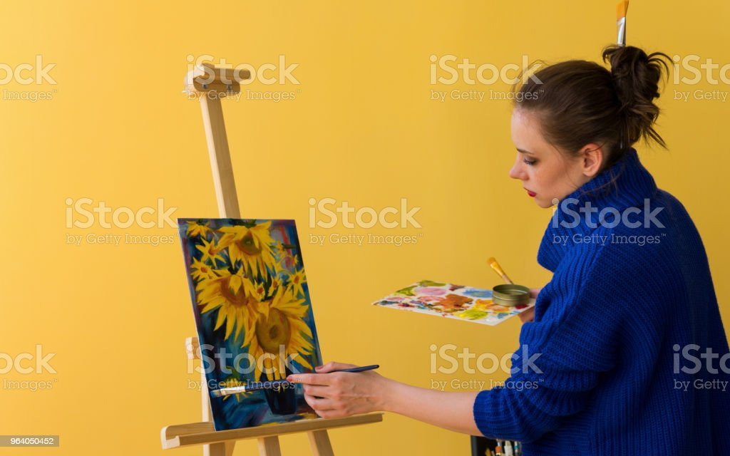 Girl artist paints sunflowers. - Royalty-free Adult Stock Photo