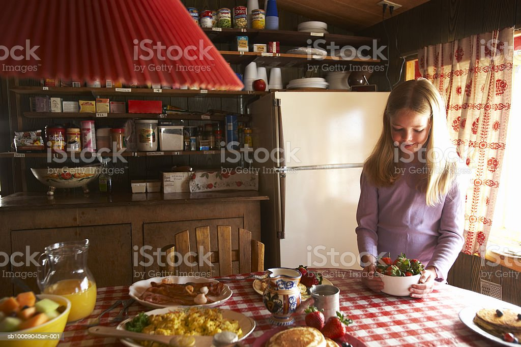Girl (10-11) at breakfast table royalty free stockfoto