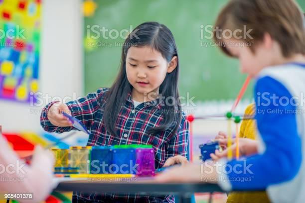 Foto de Garota Na Escola e mais fotos de stock de 6-7 Anos