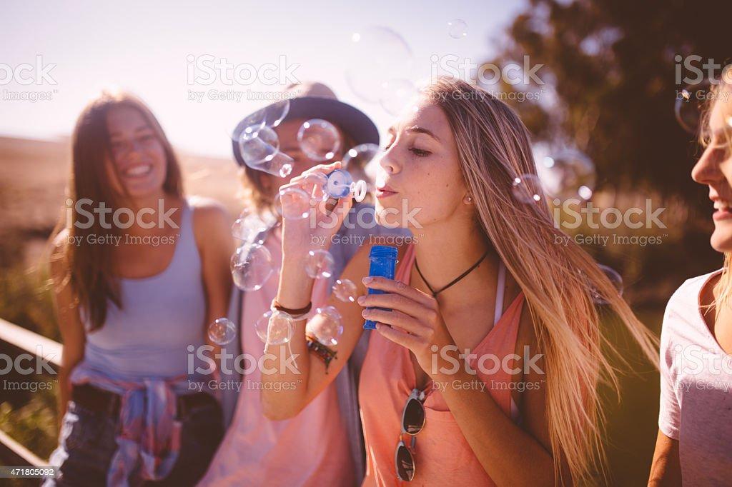 Blasen mit Freunden