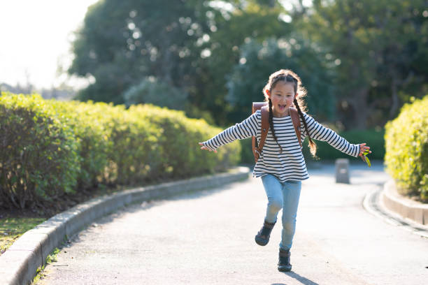 Girl carrying a school bag Girl carrying a school bag 6 7 years stock pictures, royalty-free photos & images