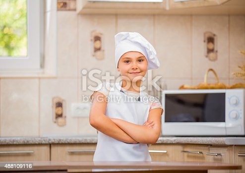 488109116 istock photo girl chef 488109116