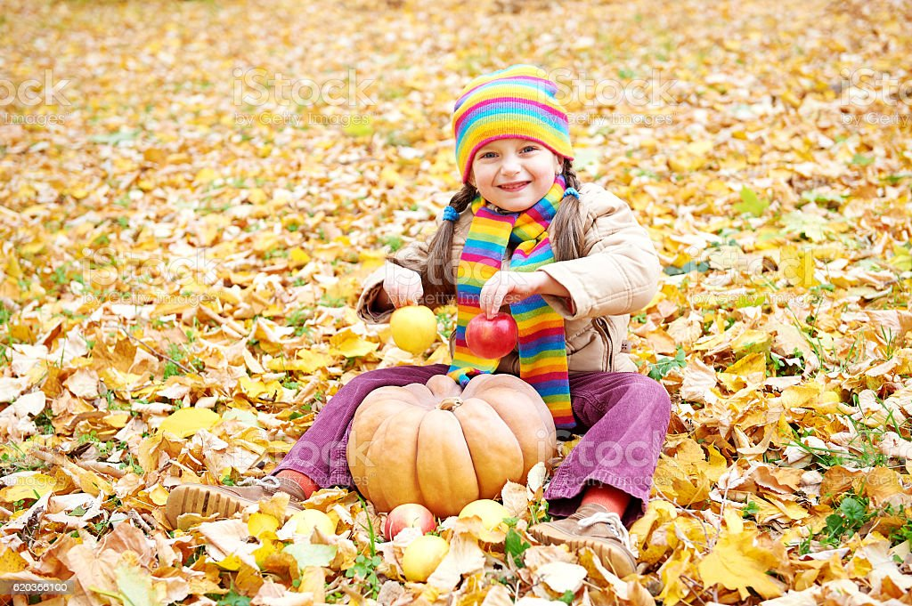 girl child in autumn forest, sit on leaves foto de stock royalty-free