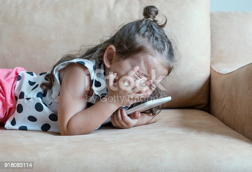 istock Girl crying with tablet 918083114