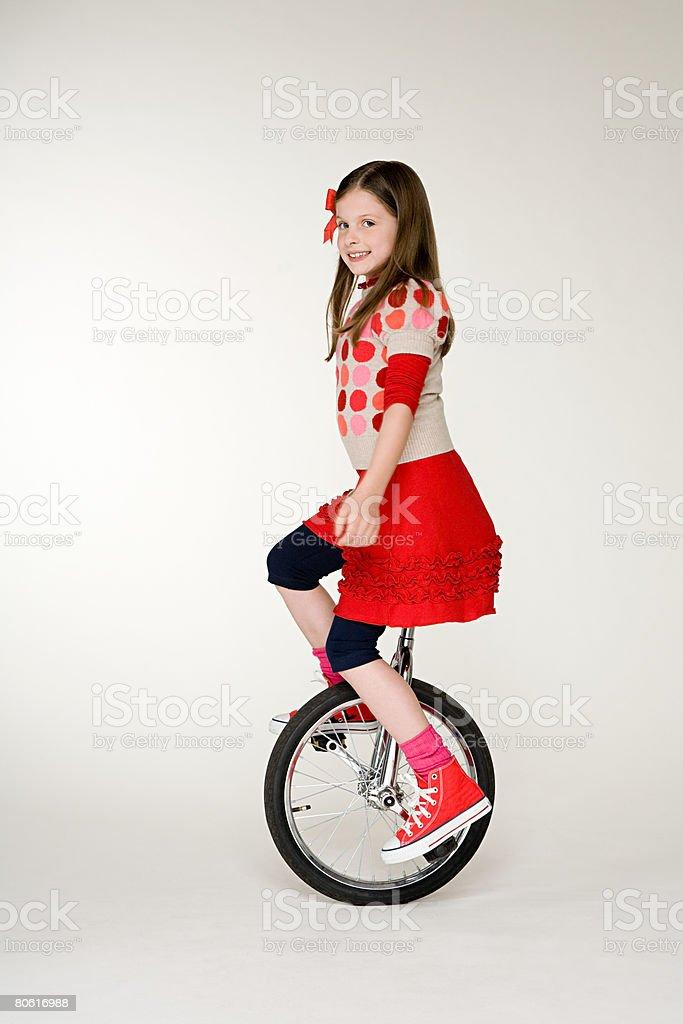 Ein Mädchen Radfahren auf Einrad Lizenzfreies stock-foto