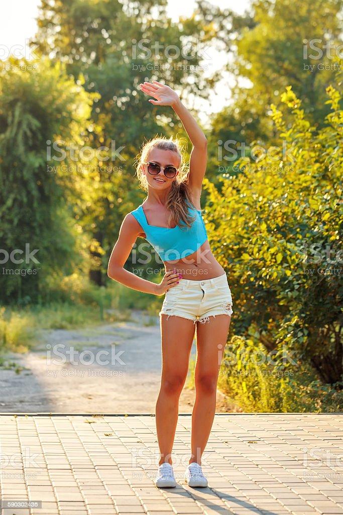 Girl does sports slopes. Стоковые фото Стоковая фотография