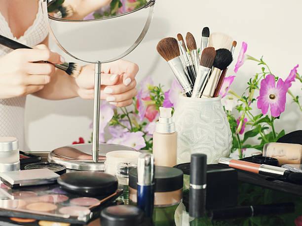 Esmalte De Uñas Efecto Espejo Banco De Fotos E Imágenes De