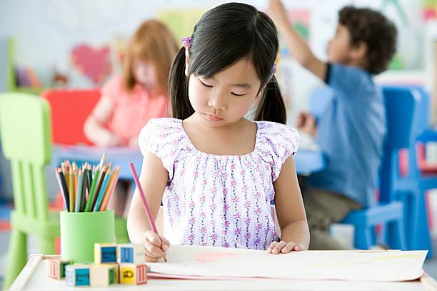 mädchen zeichnung - zeichnen lernen mit bleistift stock-fotos und bilder