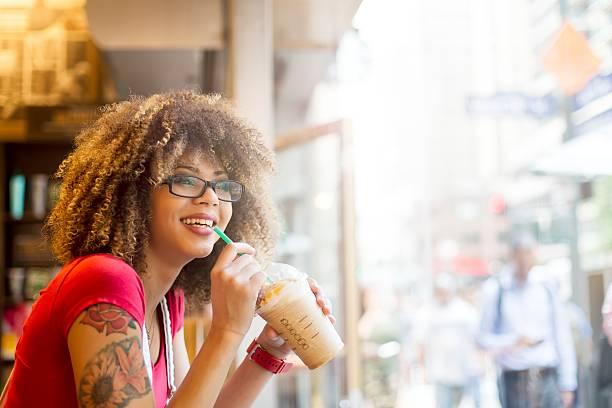 girl drinking coffee at the coffee bar - kaffeetasse tattoo stock-fotos und bilder