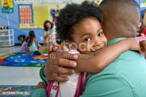 istock Girl (4-5) embracing father in classroom sb10069771ah-001