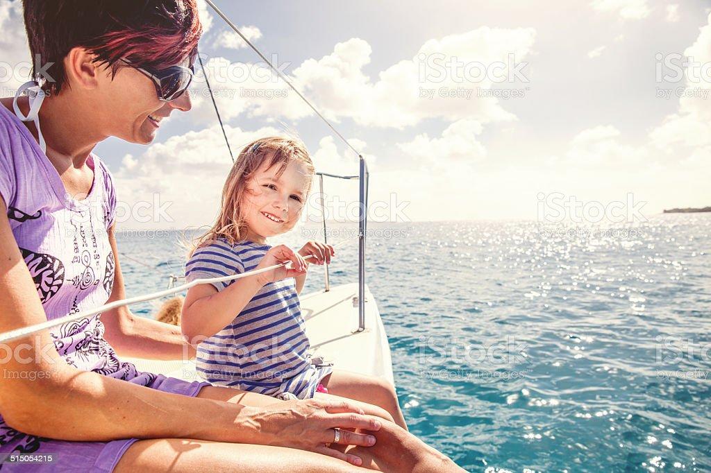 Fille profitant d'une excursion sur un catamaran - Photo