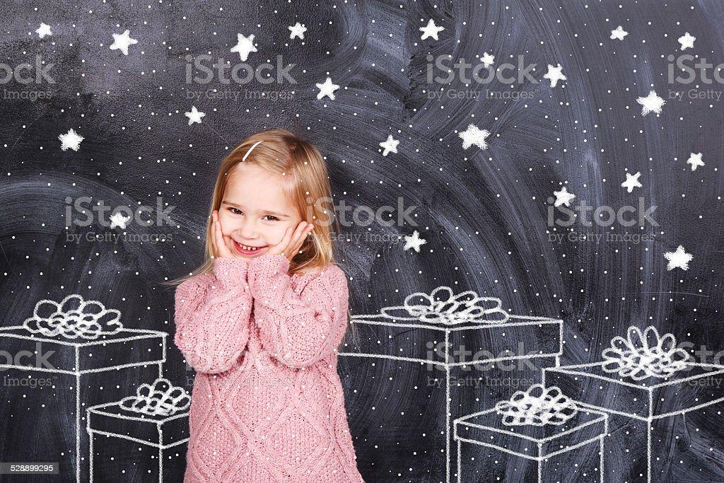 Mädchen genießt Geschenke – Foto