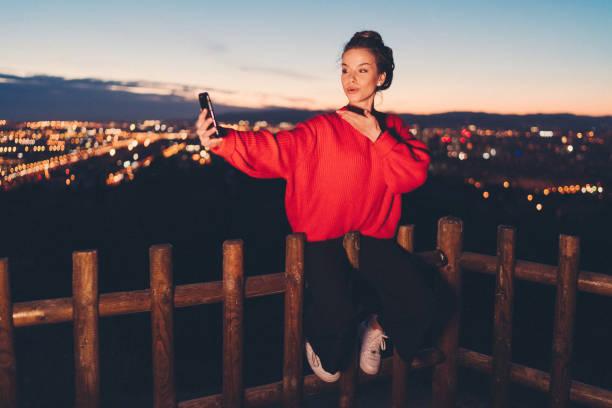 探索巴賽隆納的女孩 - influencer 個照片及圖片檔