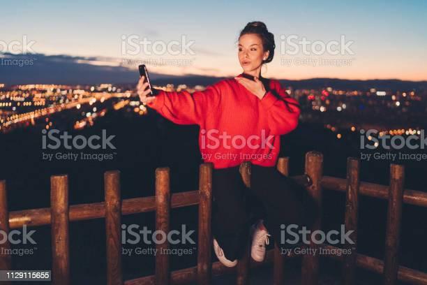 探索巴賽隆納的女孩 照片檔及更多 20多歲 照片