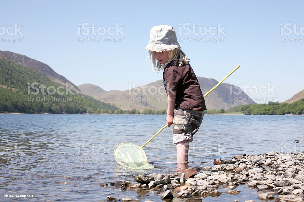 Girl (2-3) fishing in lake royalty free stockfoto