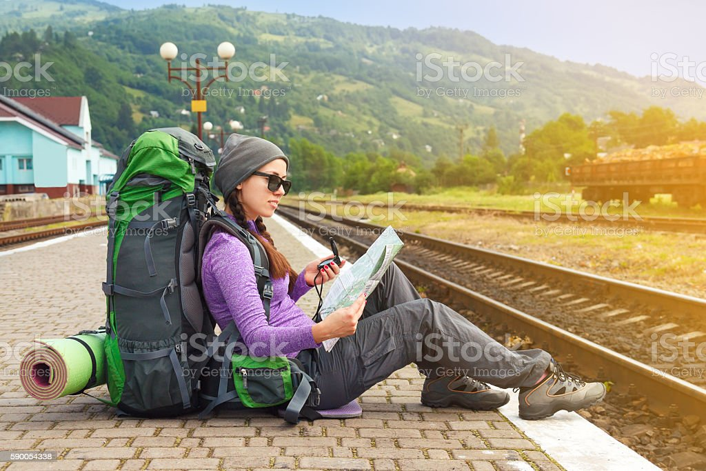 Girl hiker waiting train at the railway station – Foto