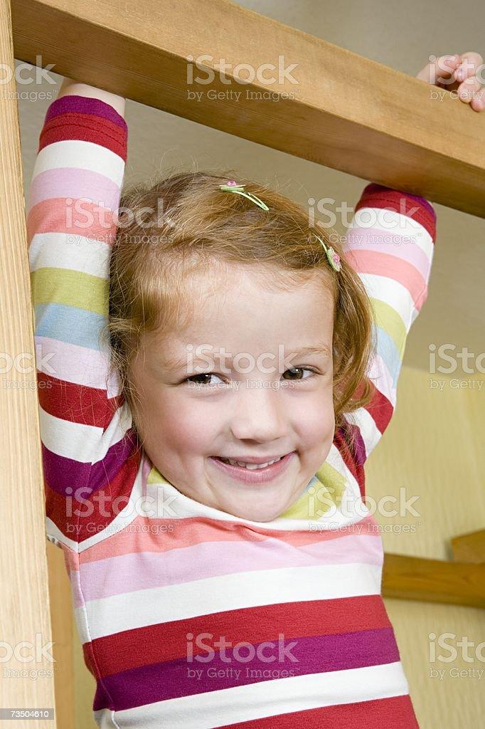 Girl holding a subir bastidor foto de stock libre de derechos
